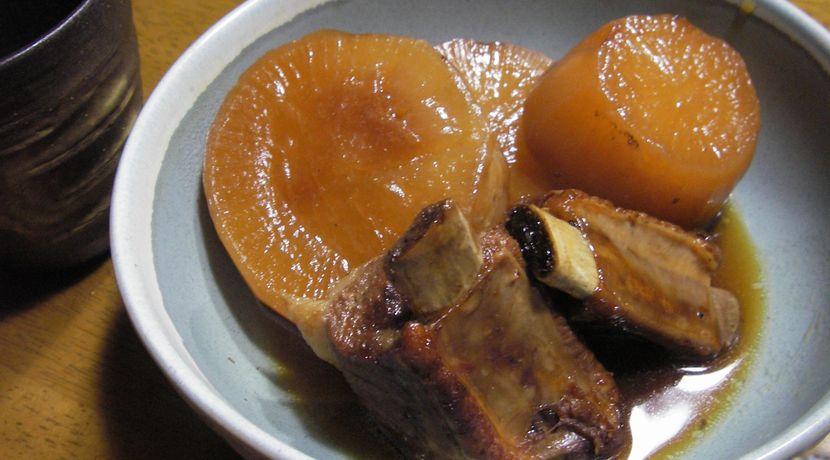 豚バラスペアリブと大根の煮物