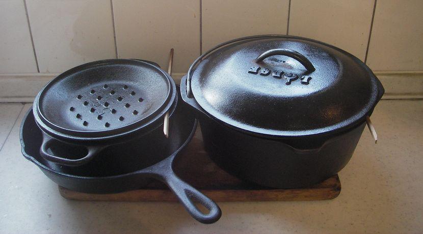 ダッチオーブンの材質について