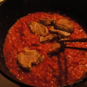豚ひれ肉のトマトソース煮込み